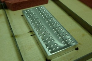 grabados-braille-relieve-estampacion